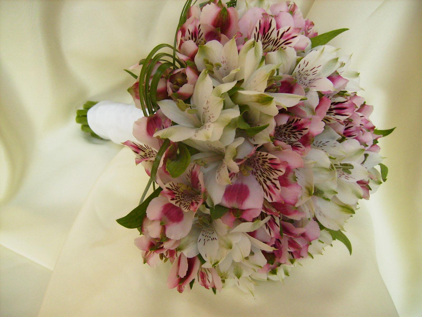 névnapi virágcsokor képek Vidám színű névnapi virágcsokor   ZeuszZeusz névnapi virágcsokor képek